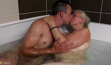 Claudia Krissy dan sinar kumpulan video xxx Matahari memiliki lesbian seks bertiga di luar ruangan