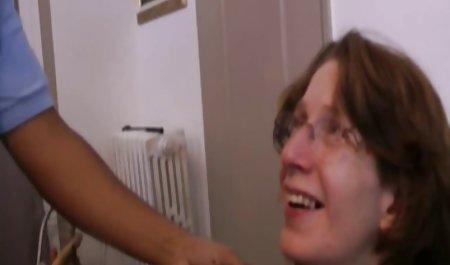 Remaja menempatkan Dildo di vidio vorno xxx pantat