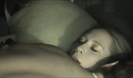 Hot brunette Melodi petite menyebalkan dan vidio sexindo Fucks a big cock
