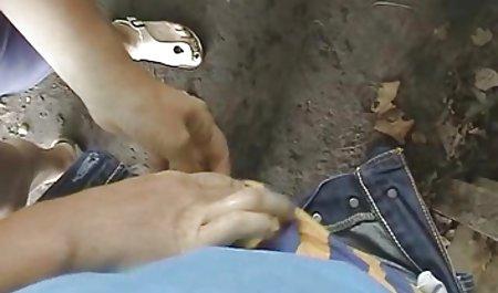 Dua gadis panas berbagi satu kontol dan video bokep tante gemuk wajah