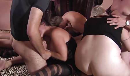 Nakal artis porno mengisap dua Penis di klub xxx vidio selingkuh
